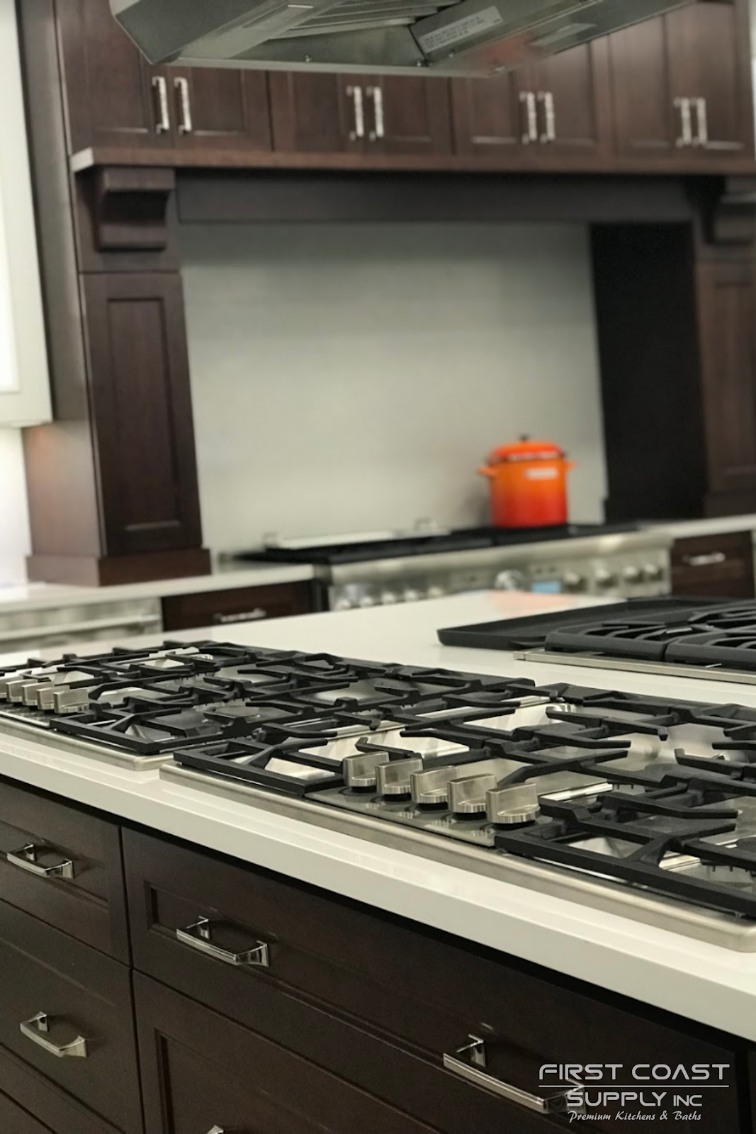 Brown Cabinets With Silver Hardware In 2020 Sleek Kitchen Brown Cabinets Modern Kitchen