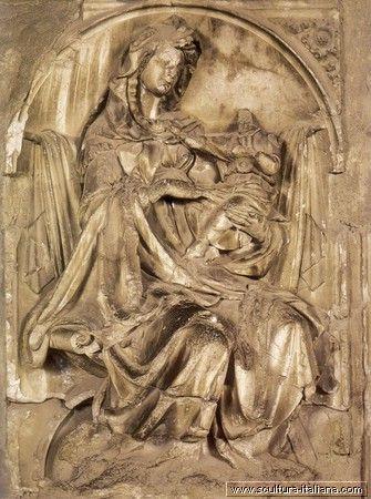 Jacopo Della Quercia - Fonte Gaia, Madonna col Bambino (Siena, frammenti nel museo Santa Maria de.jpg