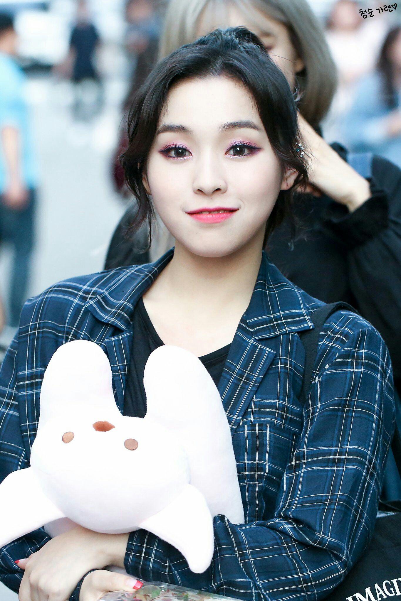 Pin By Dubu On Kpop Dreamcatcher Dream Catcher Kpop Girls Girl Group