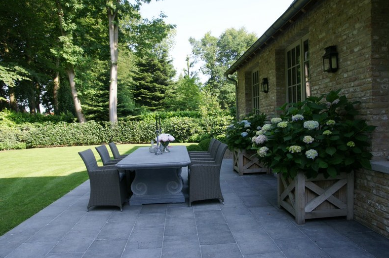 Hortensia op je terras landscaping and garden for Jardineria al aire libre casa pendiente