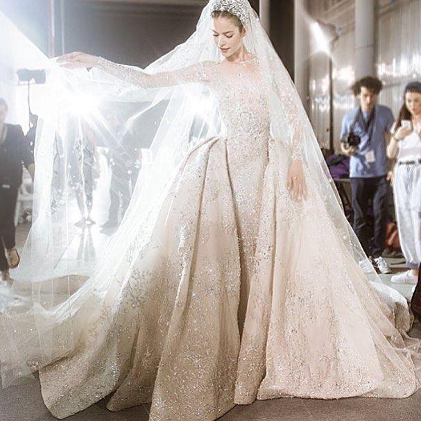 #wedding #weddingdress #zuhairmuradbridal #zuhair #murad #gown #luxury #best #웨딩 #웨딩드레스 #드레스 #쥬헤어 #머라드 #쥬헤어머라드 #화려함 #클라식 #레이스 위에 정교한 #비딩 #최고 by min06022