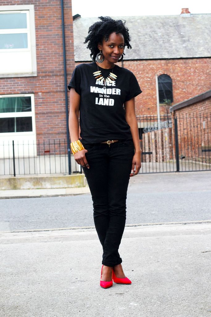 black blouse black jeans red shoes - Google Search   Fashionista ...