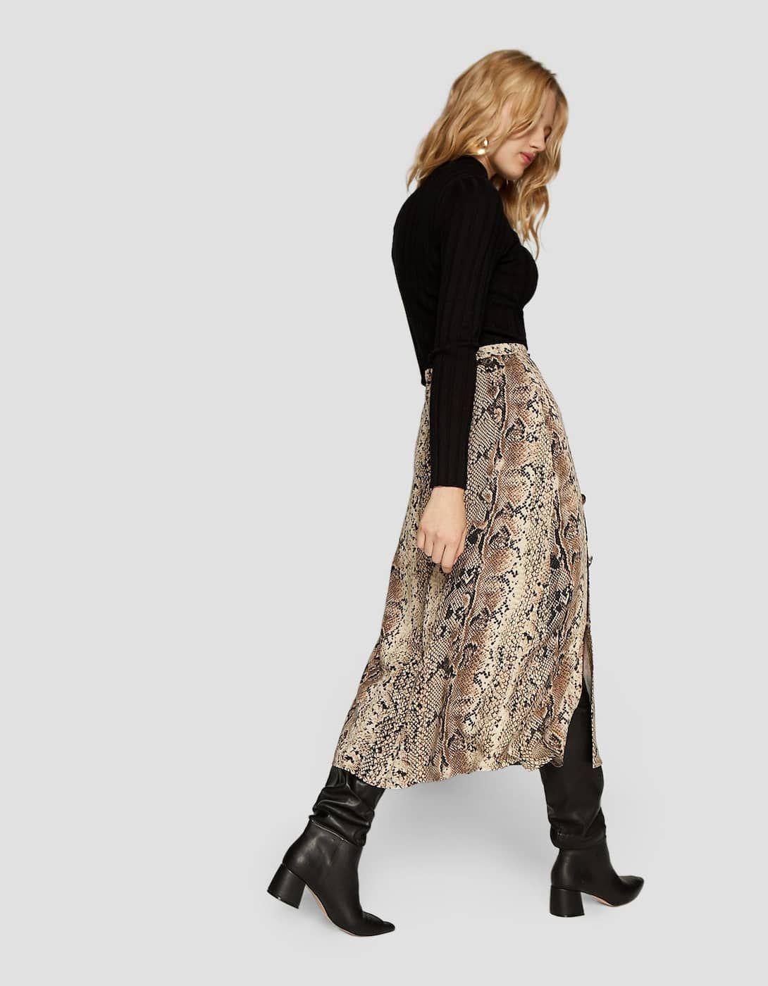 e26b8913e Falda midi serpiente con doble botón en 2019 | Inditex-Mango ...
