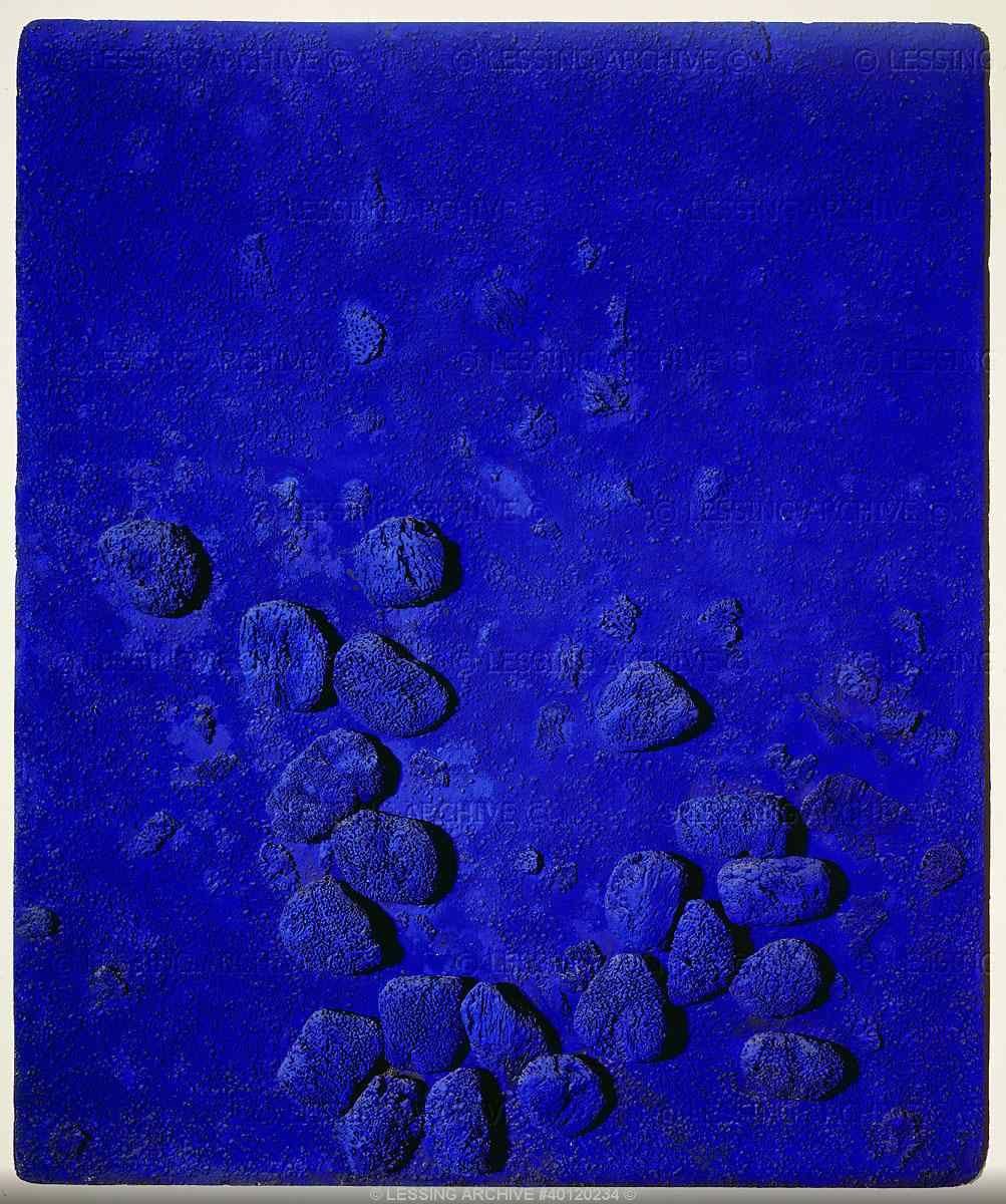 relief eponge bleue yves klein art couleur les bleus pinterest. Black Bedroom Furniture Sets. Home Design Ideas
