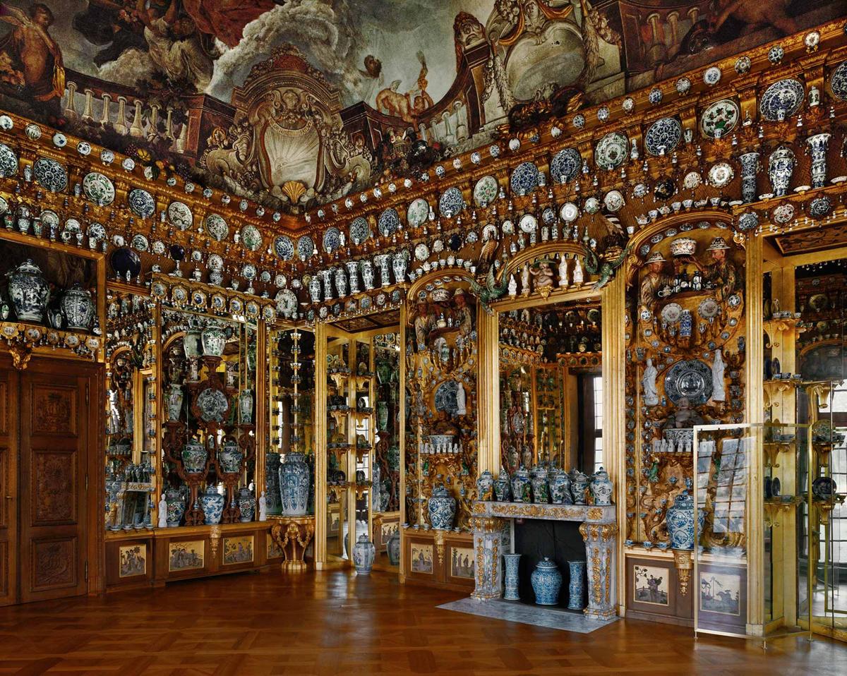Schloss Charlottenburg In Berlin And It S Famous Porcelain Chamber Charlottenburg Palace Castles Interior Charlottenburg