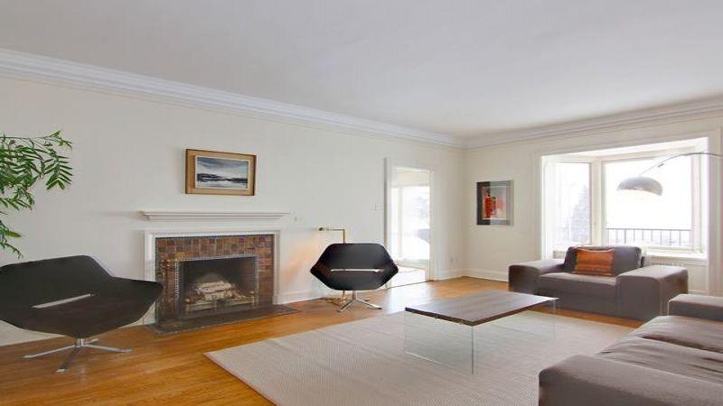 #2 Edgehill Living Room