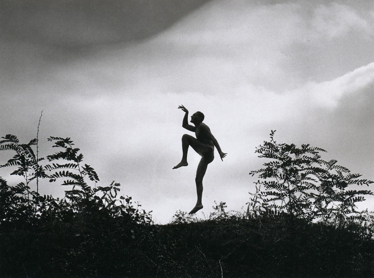 The Dancing Faun - photo by André Kertész, 1919. S)