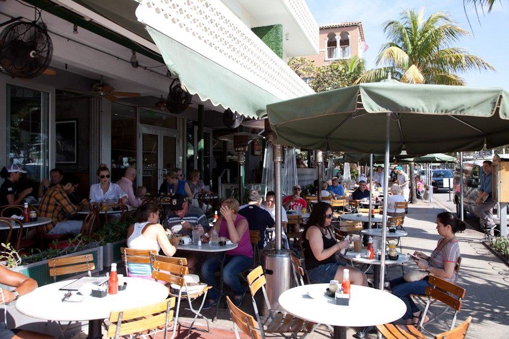 News Cafe The Perfect Spot Near The Beach For Breakfast Good Food And Great People Watching 800 Ocean Ave This Is Miami Restaurants South Beach Miami Miami