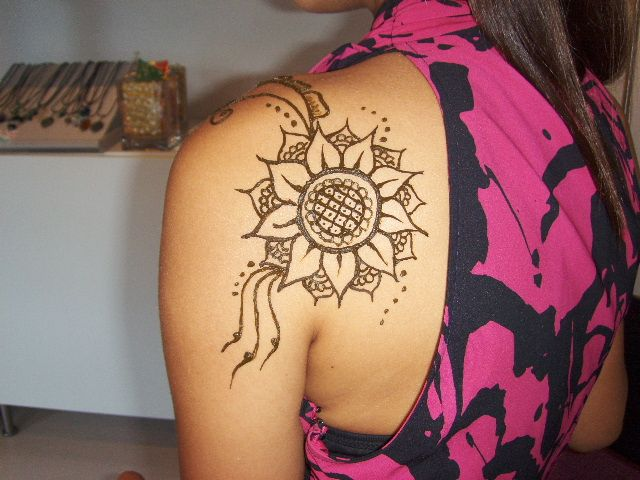 Sunflower henna henna designs pinterest hennas for Sunflower temporary tattoo