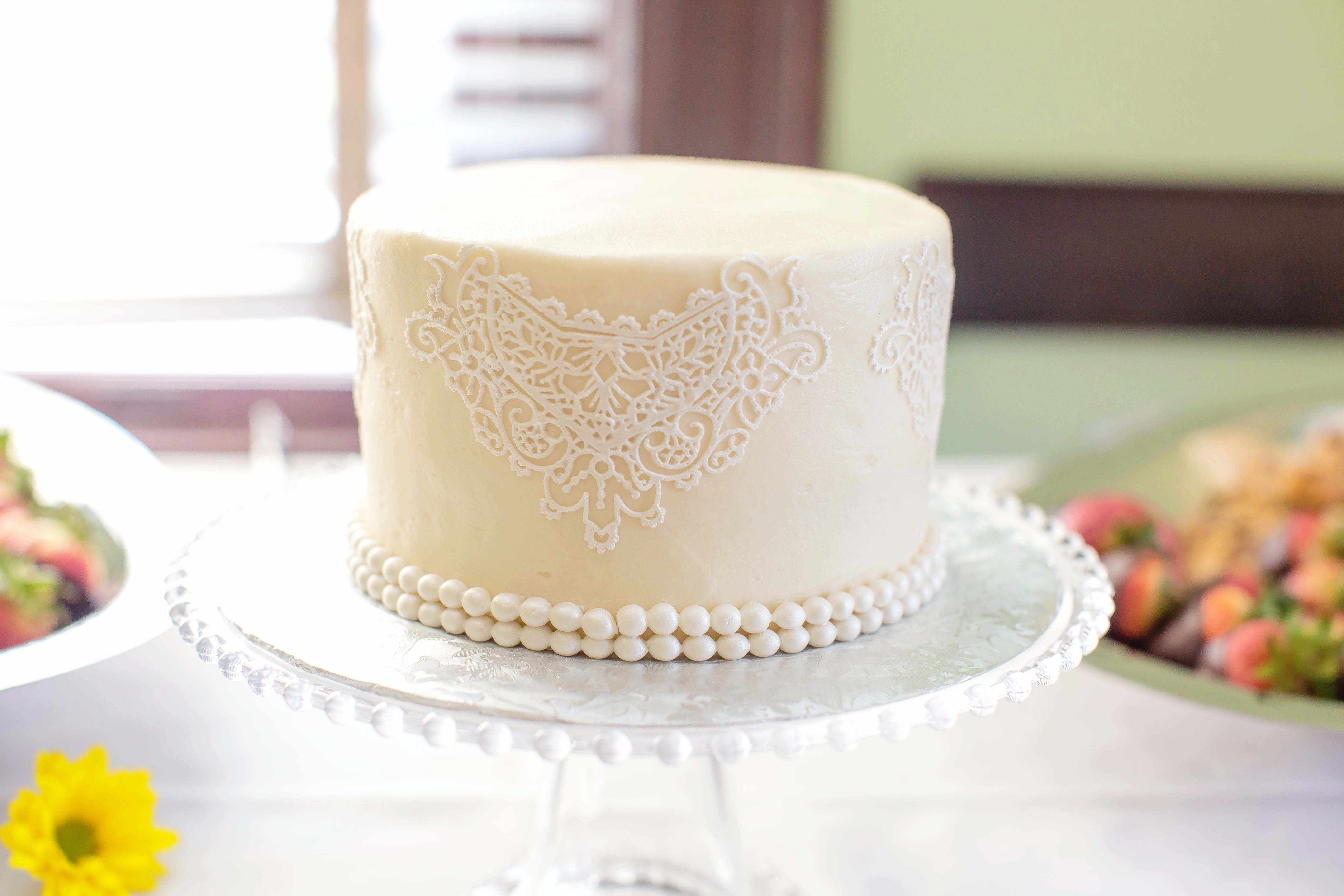 One Tier Lace Buttercream Wedding Cake Buttercream Wedding Cake Tiered Wedding Cake Wedding Cake Photos
