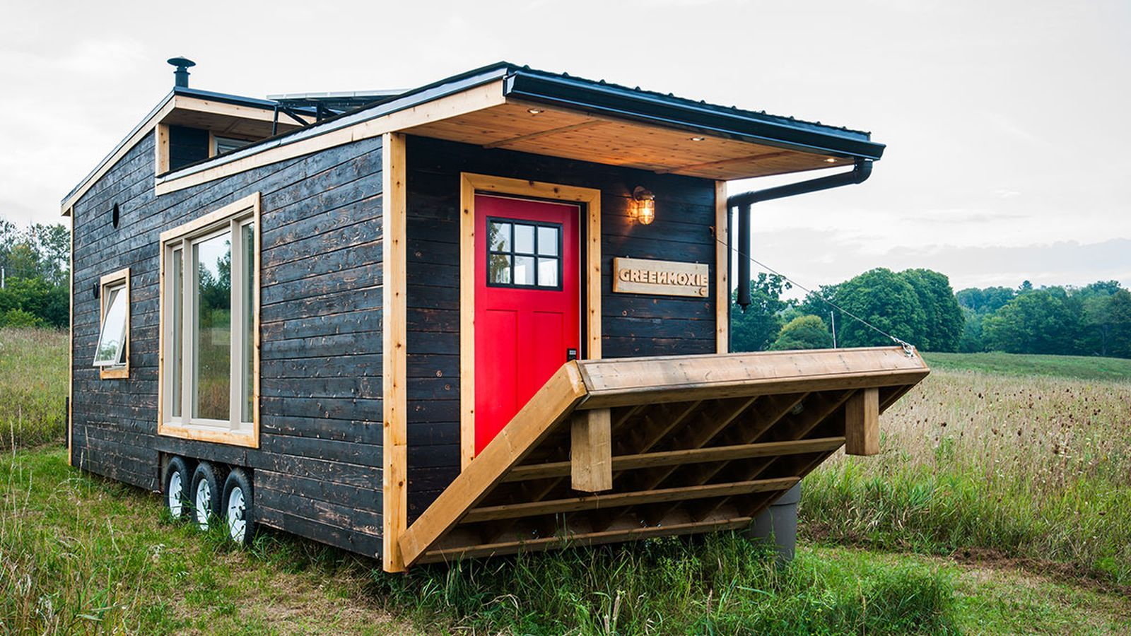 Eco Friendly Tiny House Offers Reclaimed Style And Drawbridge Deck Off Grid Tiny House Tiny Mobile House Best Tiny House