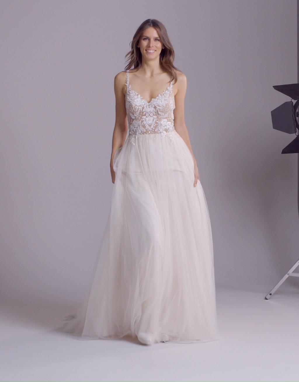 Muses | Ursa par Pronovias - Boutique de robe de mariée de Créateurs