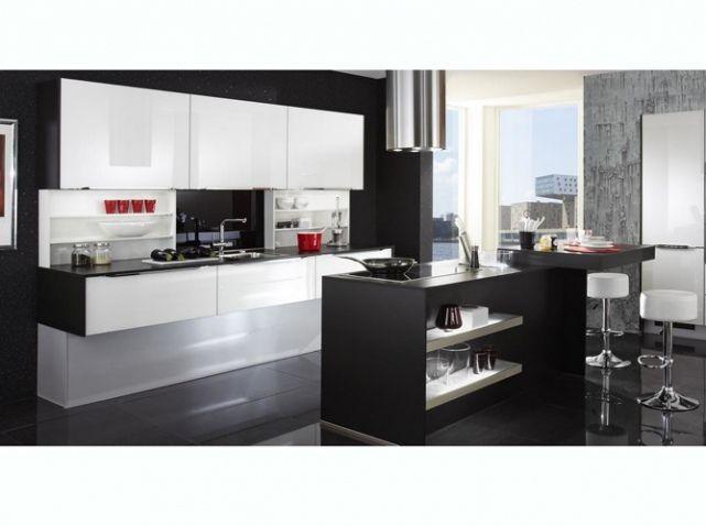 la cuisine noire et blanche plus contemporaine que jamais elle d coration cuisine noir. Black Bedroom Furniture Sets. Home Design Ideas