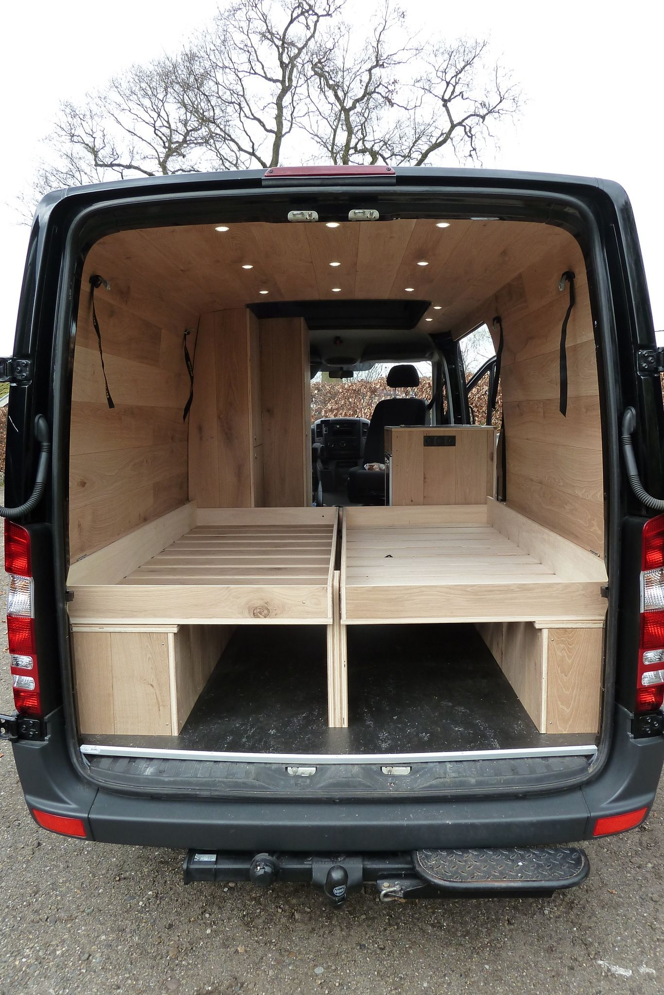 Mercedes Sprinter Camper Met Eiken Interieur Groot Bed 1