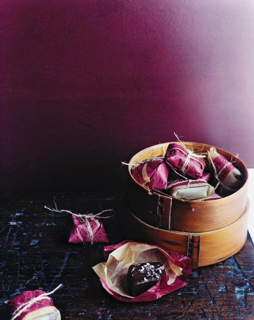 karamell pralinen mit schokolade und salz rezept geschenke aus der k che. Black Bedroom Furniture Sets. Home Design Ideas