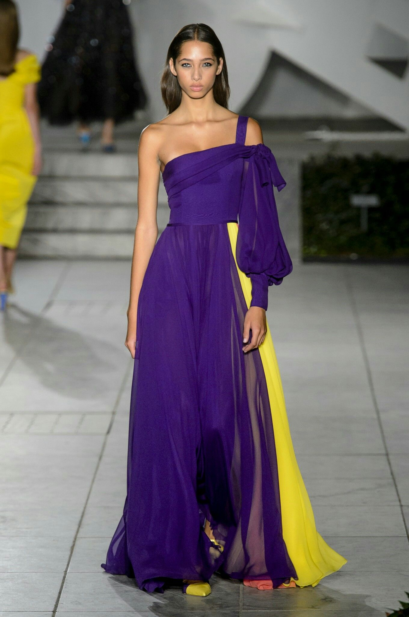 Vestido bicolor Carolina Herrera SS 2018 | Boda. Invitadas | Pinterest