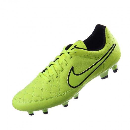 Los tachones de fútbol Nike Tiempo Genio Leather están exclusivamente  confeccionados para usarse sobe superficies firmes ya que cuentan con un  diseño único. 9d9ba24a5b22d