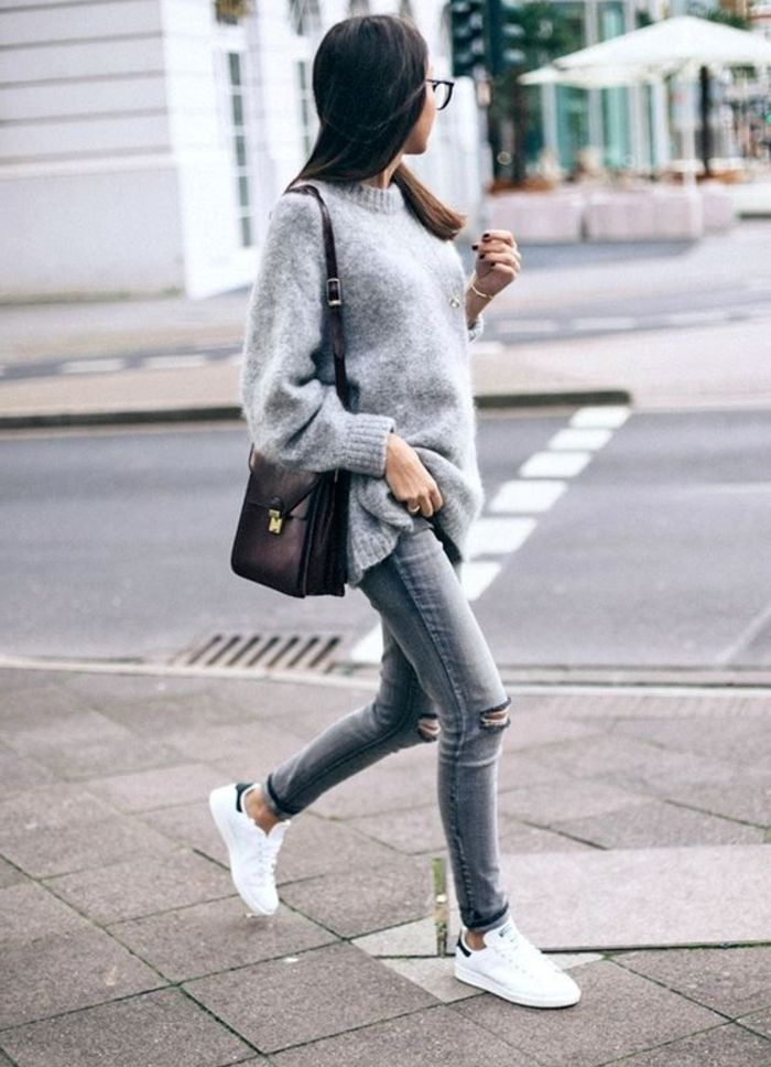 03fd9704e360d comment porter des stan smith, pantalon gris déchiré, blouse grise,  manucure noire, lunettes de vue