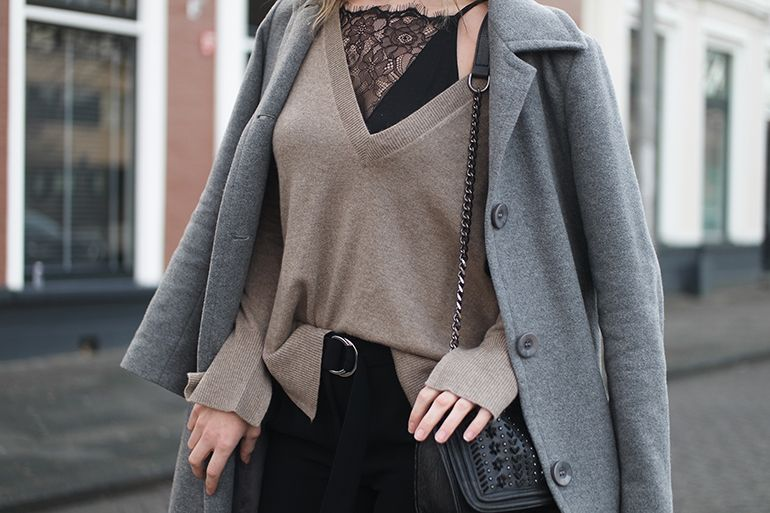 RED REIDING HOOD: Fashion blogger wearing lace cami top v-neck cashmere jumper outfit details d-ring pants