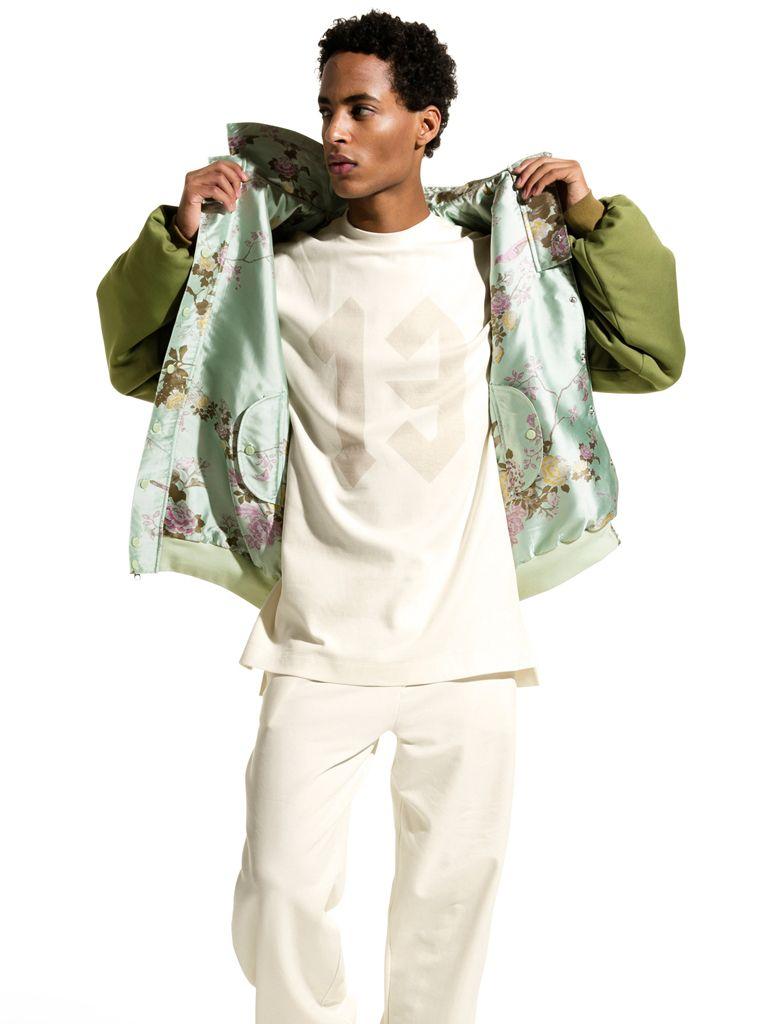 Un mix di capi dai toni accesi e materiali leggeri per una collezione esplosiva! Rihanna ritorna per la seconda stagione come creative director per Fenty di PUMA 💕  Scopri subito la collezione uomo e donna SS'17 👇  #splitmind #rihanna #puma #fenty #colors #men #women #fashion