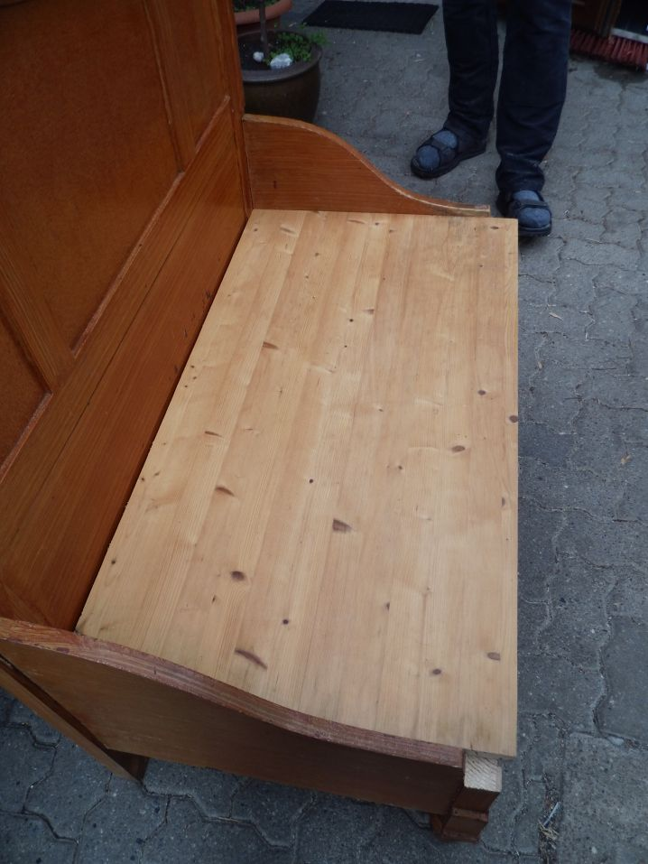 eine alte leimholzplatte die fr her die platte eines schreibtisches war ist jetzt die. Black Bedroom Furniture Sets. Home Design Ideas