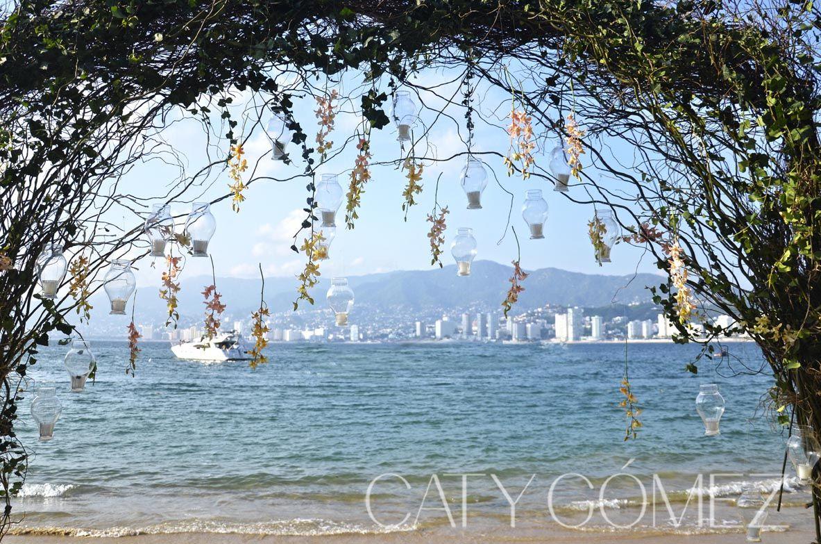 Waterfront wedding in Acapulco. www.catygomez.com