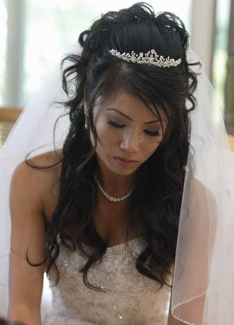 Half Up Half Down Wedding Hairstyles With Tiara And Veil Short Wedding Hair Wedding Hairstyles With Crown Bride Hairstyles