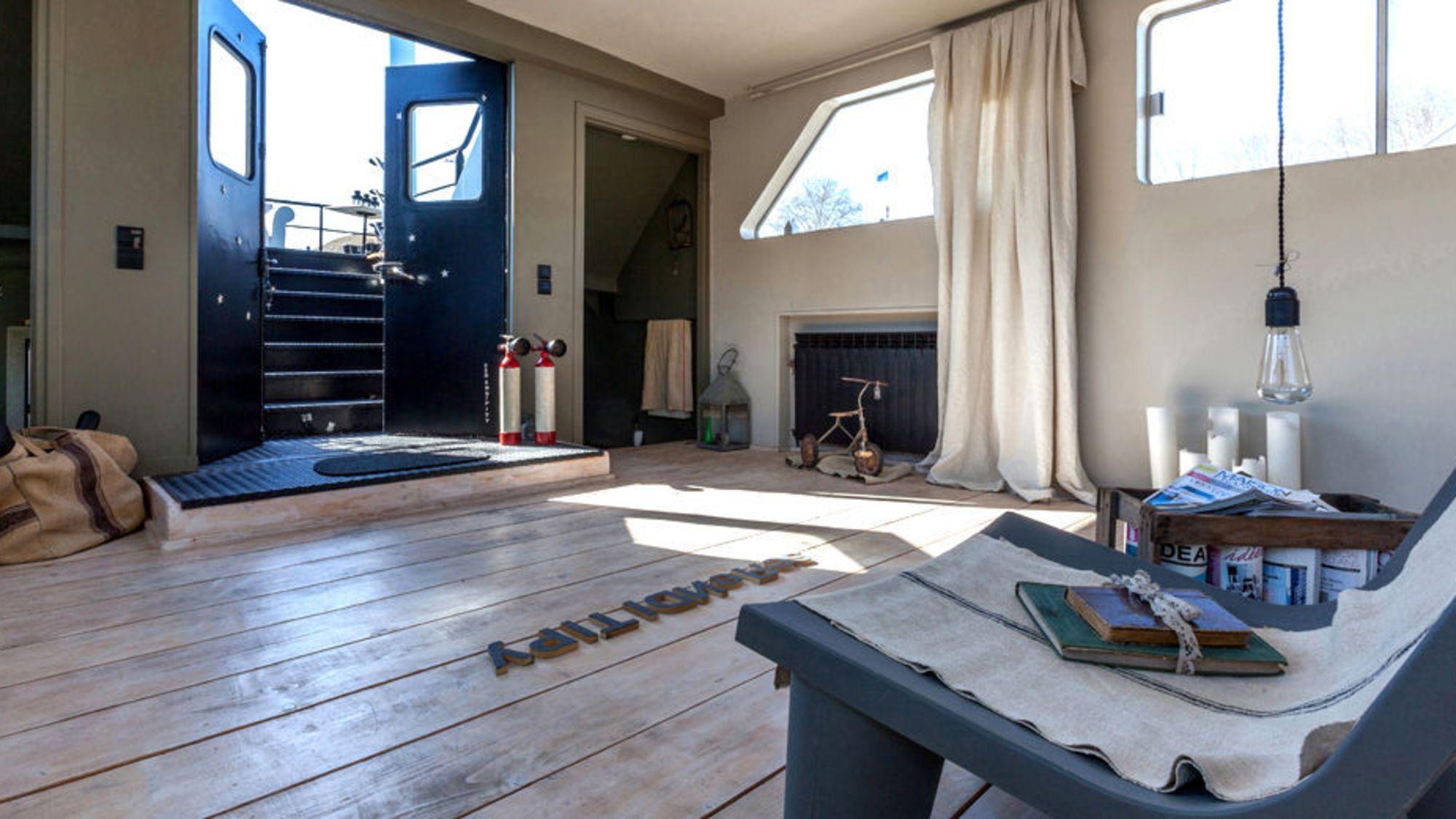 lieu atypique vendre pas cher atelier usine glise. Black Bedroom Furniture Sets. Home Design Ideas