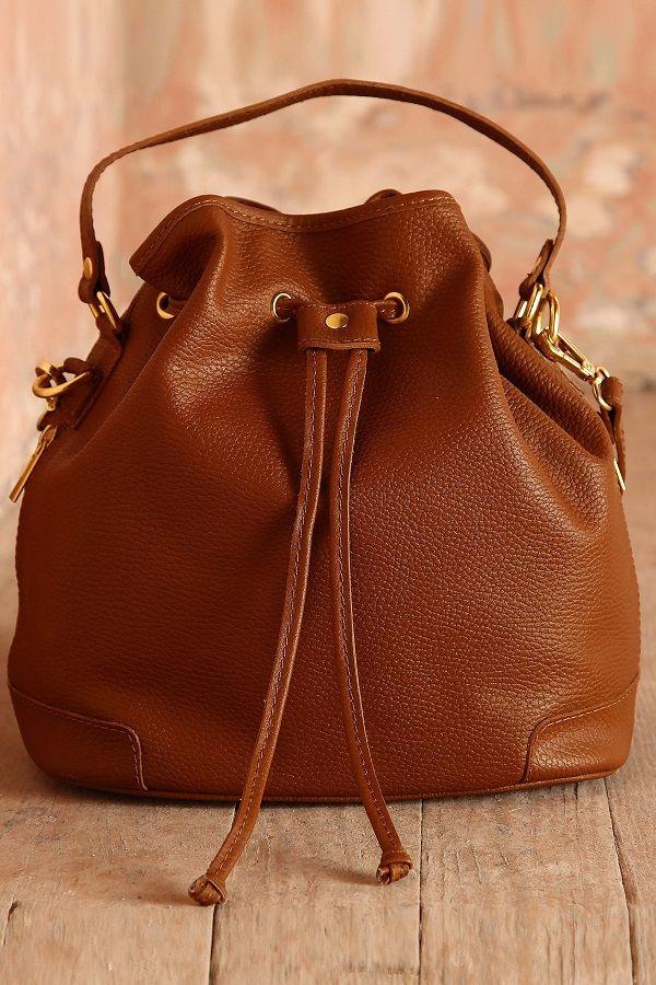 Bolsa tipo morral tono camello.   bolsas mochilas   Pinterest ... 8c26ed0bf0
