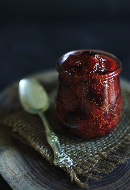 Fig Jam with Rosemary and VermouthNiente è più buono se non servito nel Vasetto! #FoodPhotography #FooTrend