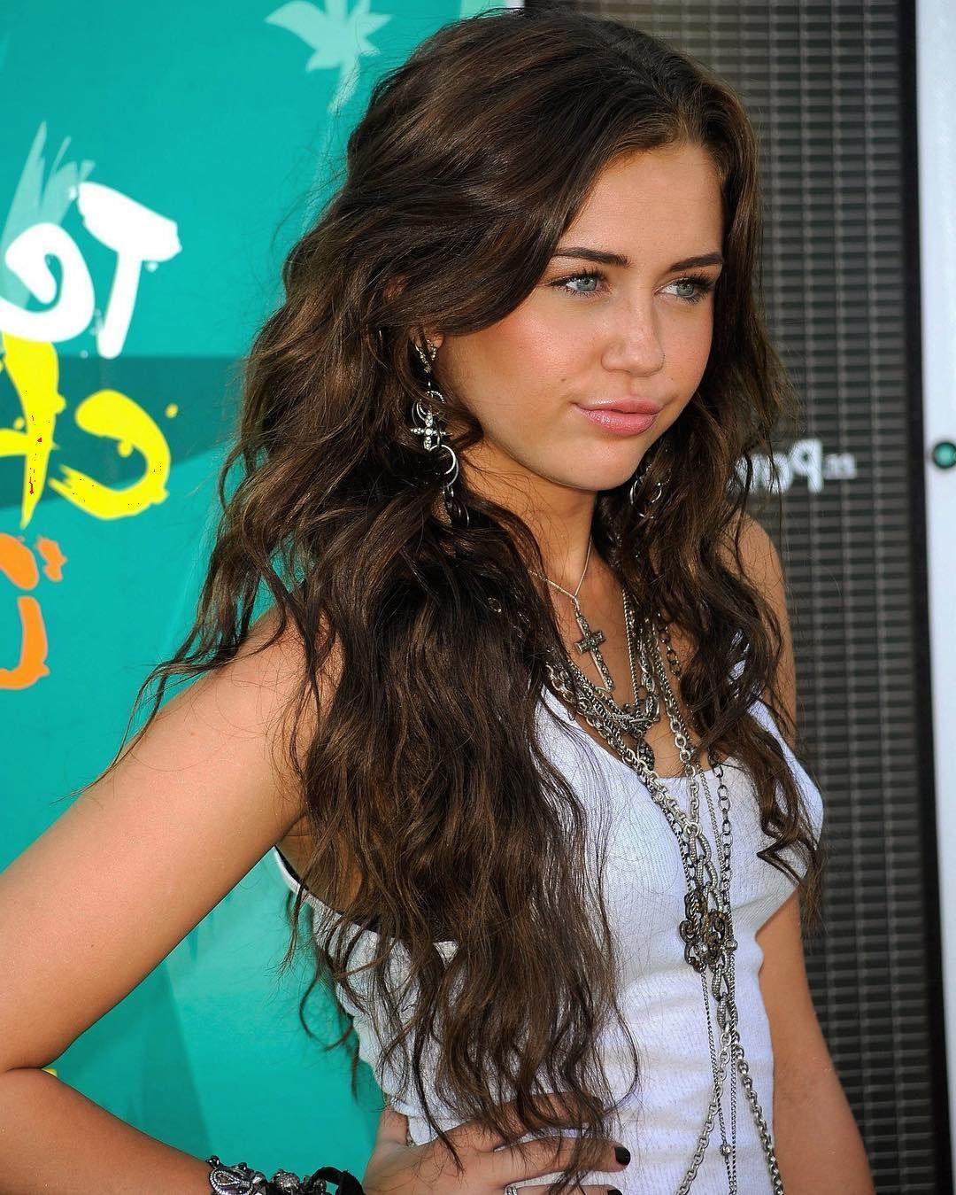 Mileycyrus Last Final Is Tomorow Im Really Nervous Miley Cyrus Brown Hair Miley Cyrus Long Hair Miley Cyrus Hair