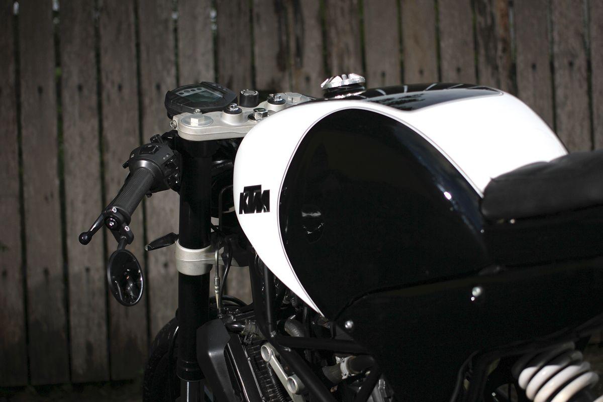 The Duke Of Jakarta Studio Motor Ktm Cafe Racer Return Of The Cafe Racers Ktm Cafe Racer Ktm Cafe Racer Design