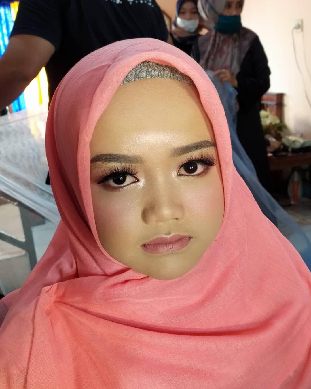 Photo of Makeup pager ayu 💄by @resydestiara 👗by @rianiweddings . . #muatasikmalaya …