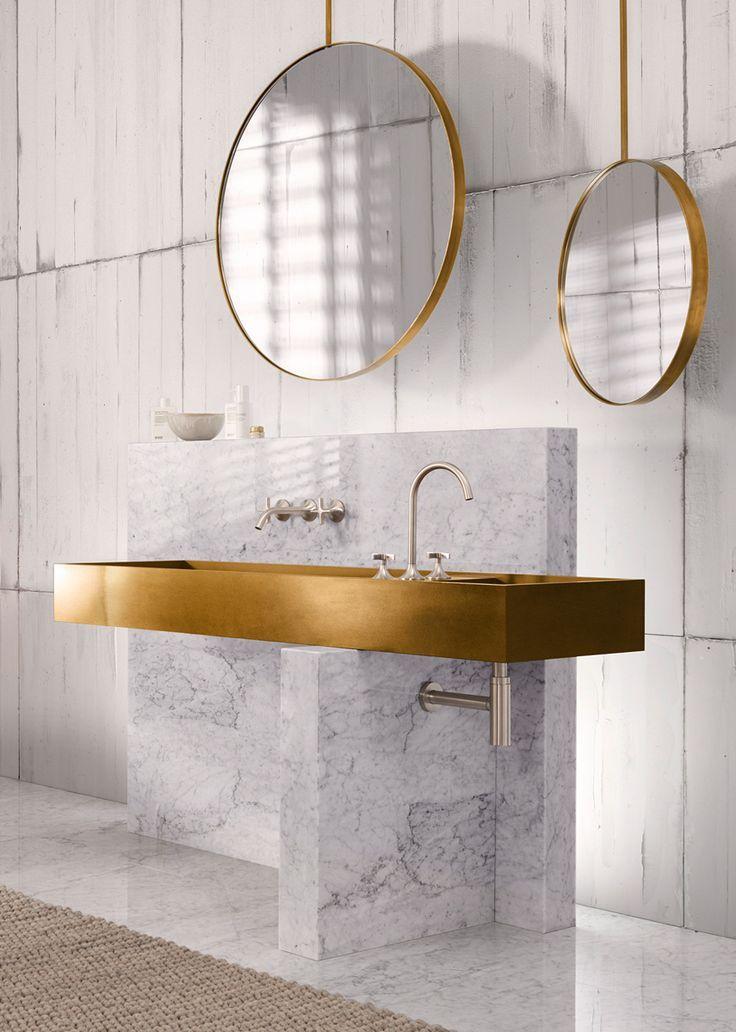 Badezimmer aus Marmor und Gold #badezimmer #interiordesign ...