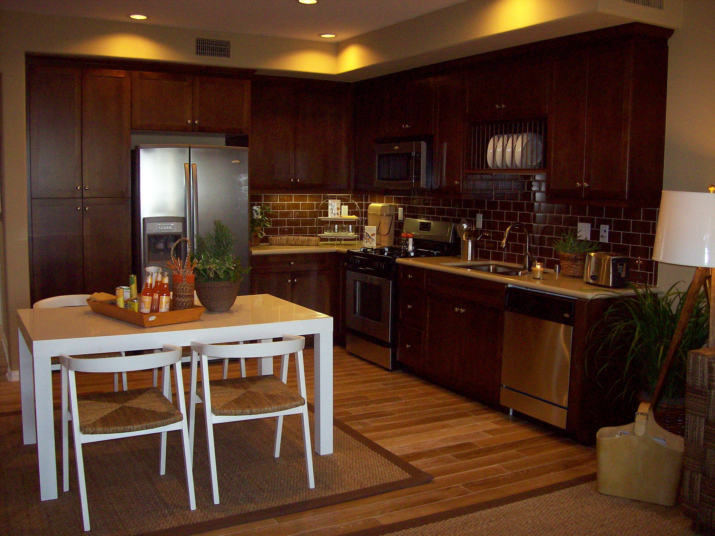Model kitchen with Desert Limestone Caesarstone, Dal 3x6