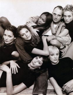 Kate Moss, Bridget Hall, Christy Turlington, Naomi Campbell, Jamie and Beri Smither with hairdresser Sam McKnight, photographed by Patrick Demarchelier, 1994.