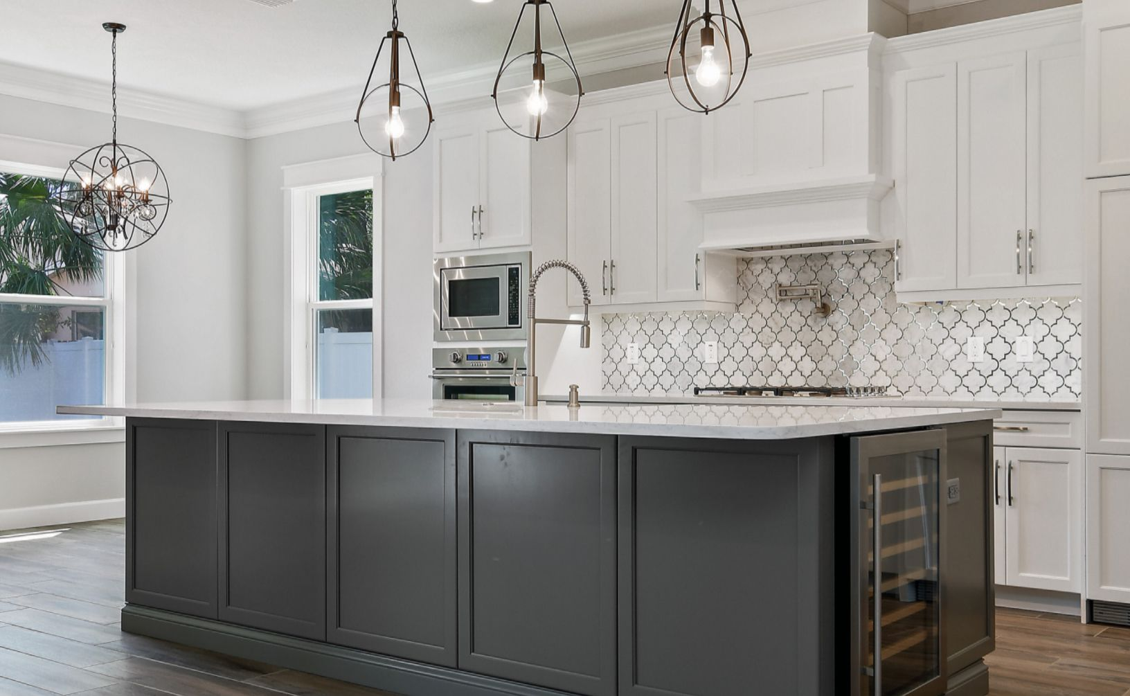 New Legacy Homes offers designer kitchens in all their custom built homes. Wow your guests, with the kitchen of your dreams. #southtampahomes #customhomessouthtampa #kitcheninspiration #coolkitchens #custombuild #kitchendesign