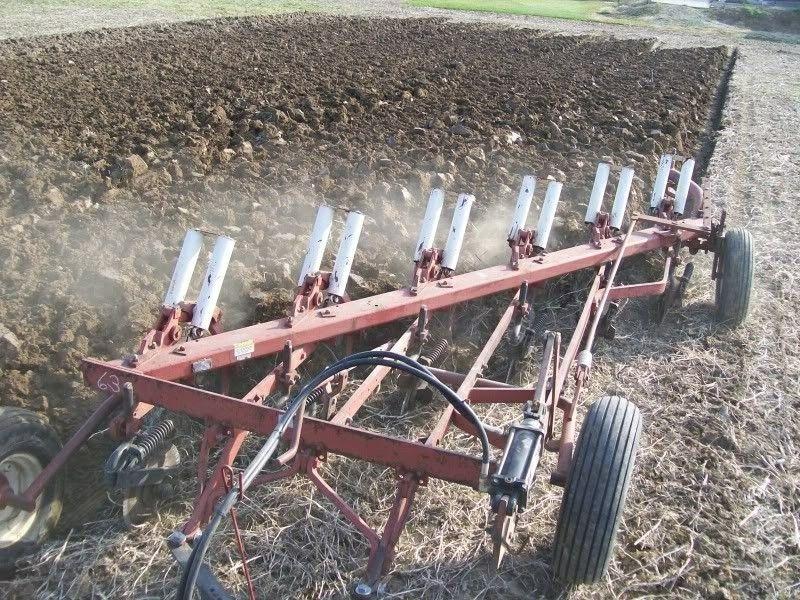 Ih 770 6 Bottom Plow Farm Equipment Farmall Tractors Farm Tractor