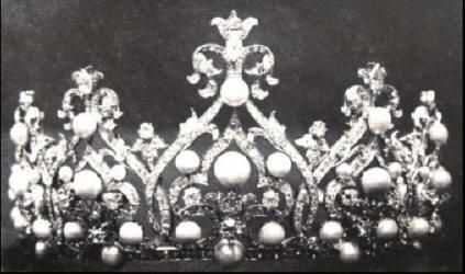 Dutch: Wurttemberg tiara - 1897 by the Court Jeweler Royal Begeer or Johann Eduard Schürmann of Germany; created for Queen Wilhelmina by using diamonds and some 35 natural round pearls and 11 drop pearls from the Orange-Nassau collection. It can be worn in 5 different variations. Currently housed in the Foundation Historic Collections House of Orange-Nassau and is still worn by the reigning Queen.