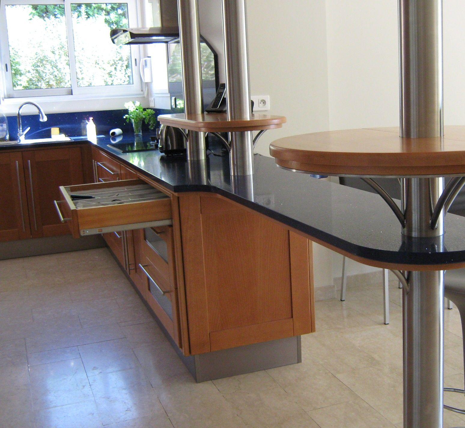 cuisine en bois massif h tre pi tements et plinthe en inox plan de travail en silestone. Black Bedroom Furniture Sets. Home Design Ideas