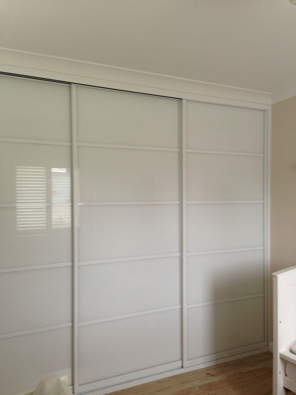 Oz Robes Supa White On White Sliding Wardrobe Doors Built In Wardrobe Designs Sliding Wardrobe Doors Ikea Built In Wardrobes