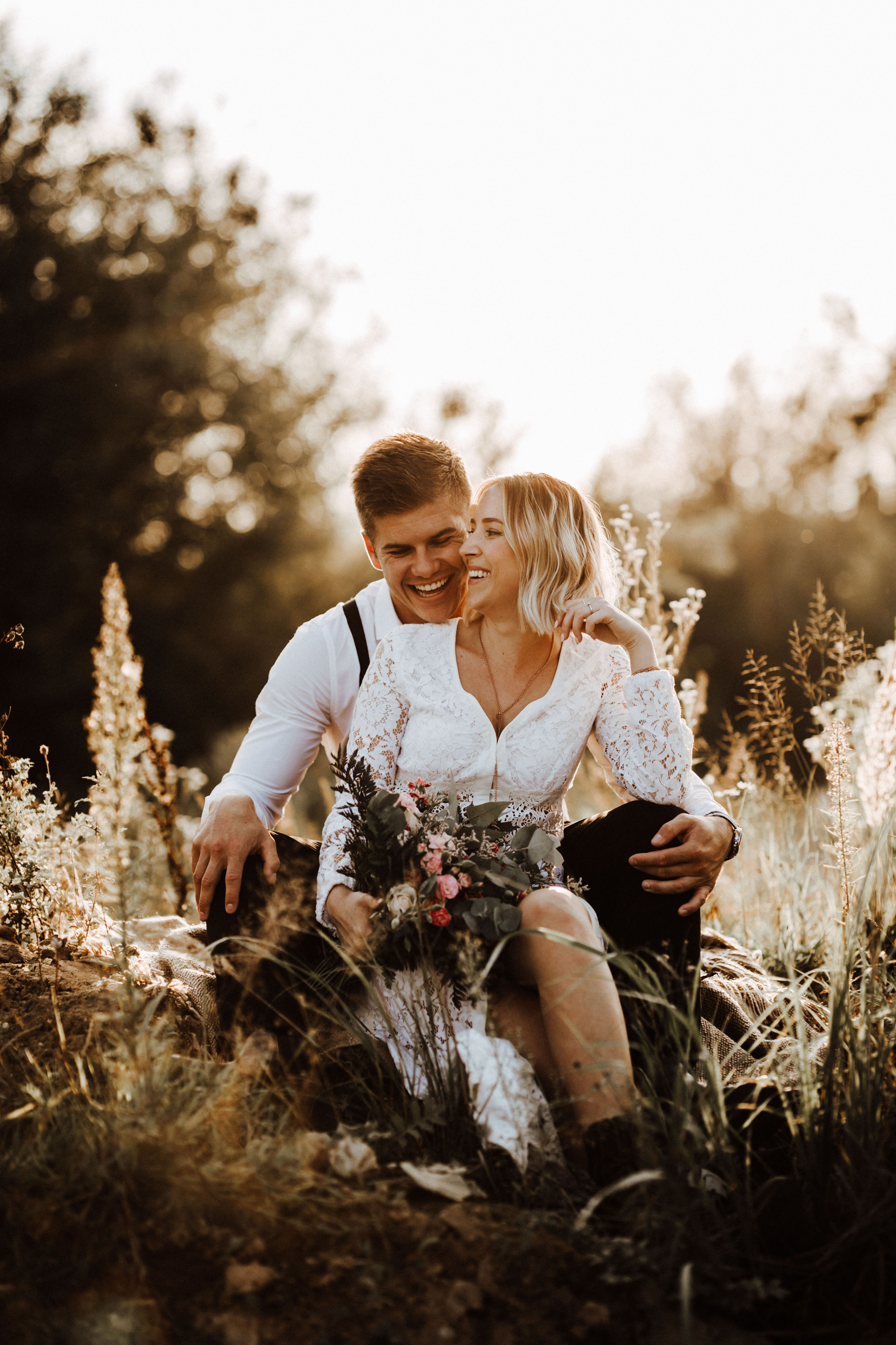 brautpaar shooting | boho inspired | authentische hochzeitsfotografie | boho wedding | free spirit | vintage wedding | couple shooting | golden hour | sunset shooting | wedding photographer | PHOTOGRAPHER: svenja schuerheck fotografie