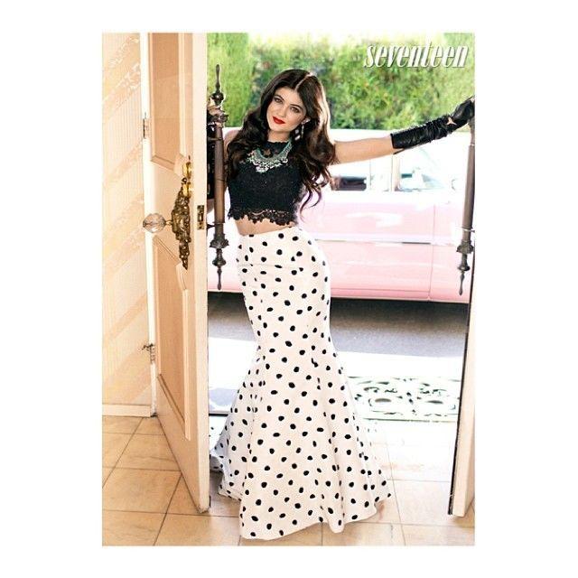 estilo de moda de 2019 estilo de moda de 2019 vendido en todo el mundo Una falda larga estilo sirena... ¡a lunares! | Outfit Of The ...