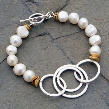 Linking Circles and Cultured Pearl Bracelet