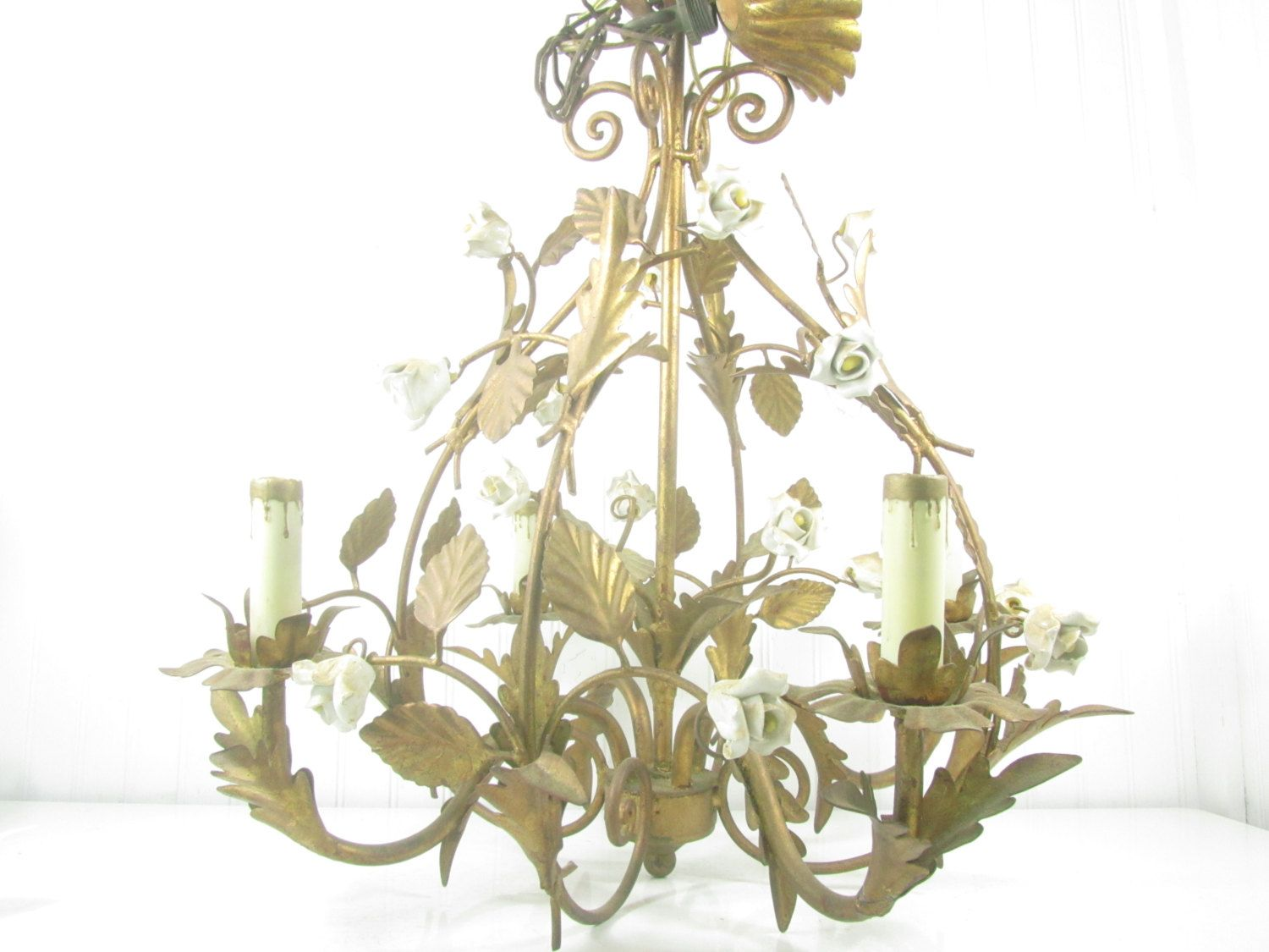 Vintage tole chandelier shabby chic chandelier hanging light vintage tole chandelier shabby chic chandelier hanging light vintage lightgold guild gilt italian tolefrench decorlighting arubaitofo Image collections