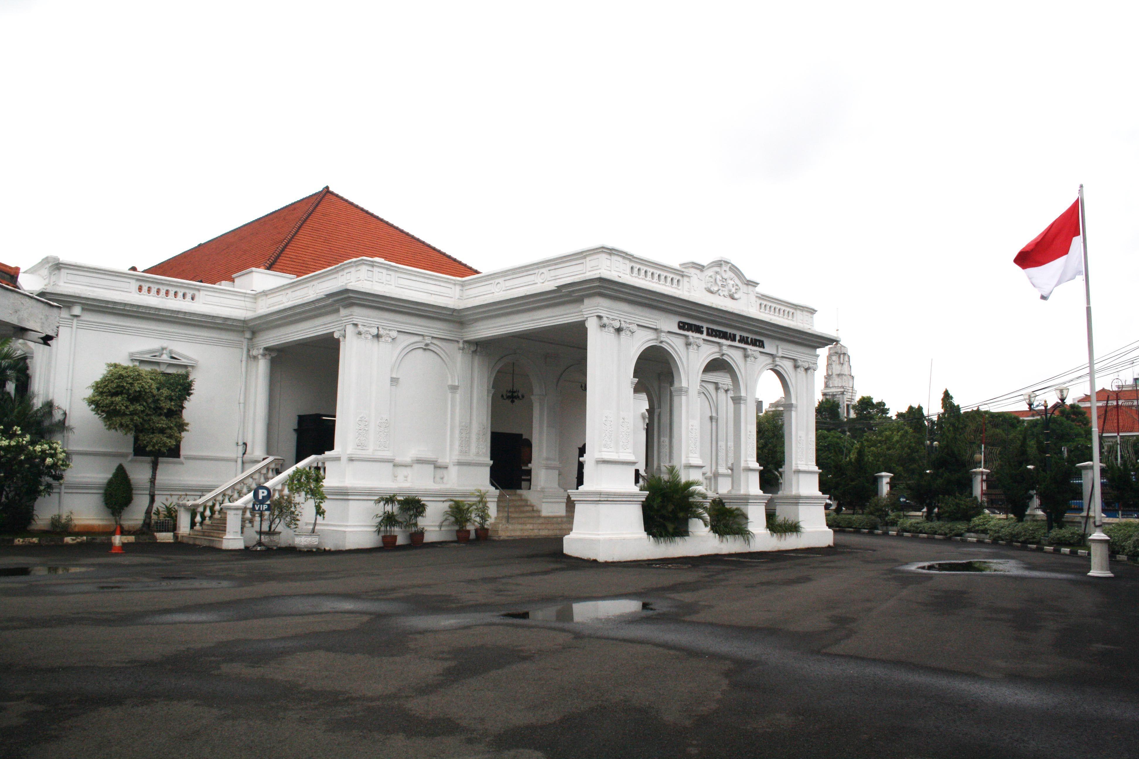 Gedung Kesenian Jakarta merupakan bangunan tua peninggalan
