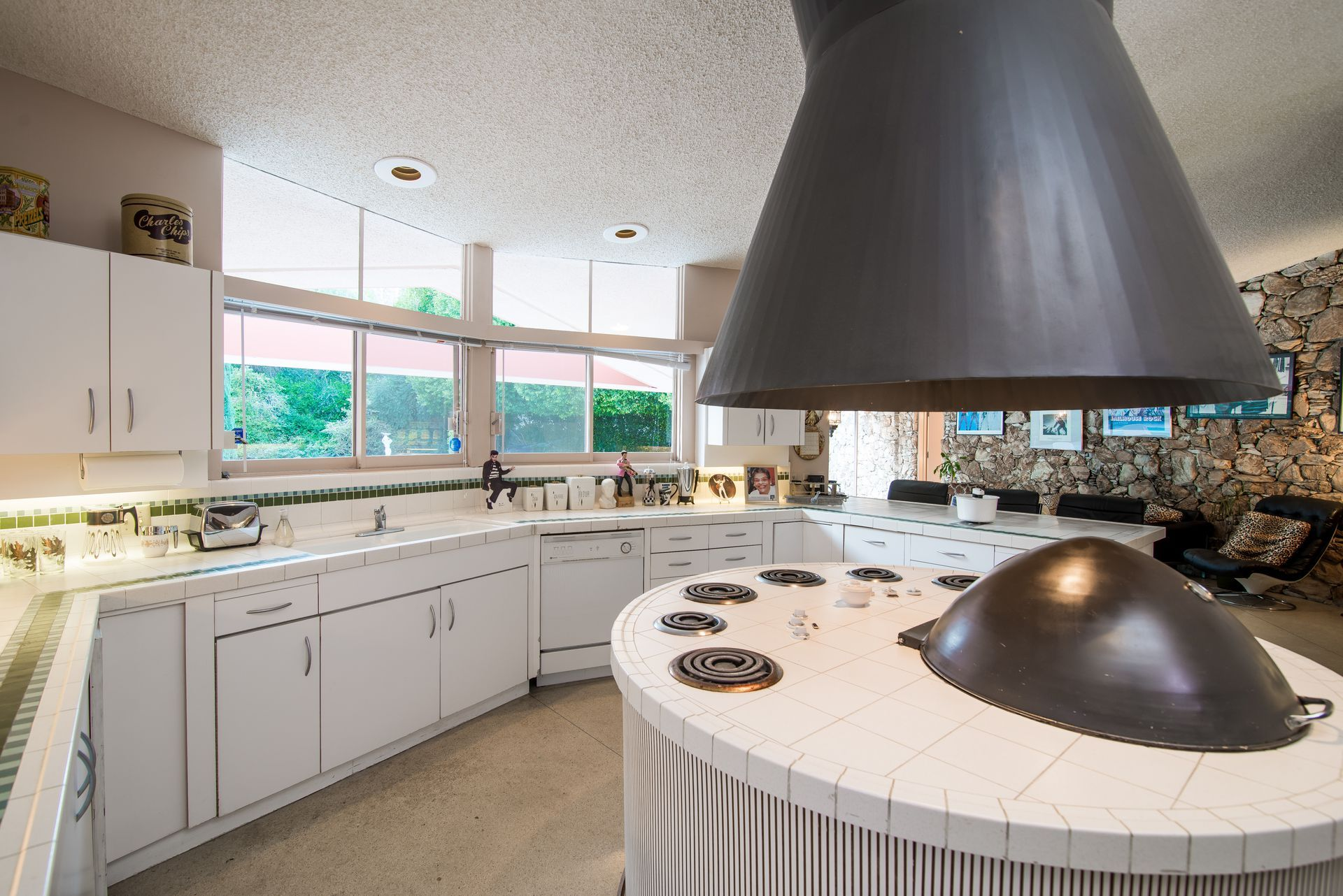 Pin On Midcentury Modern Kitchens