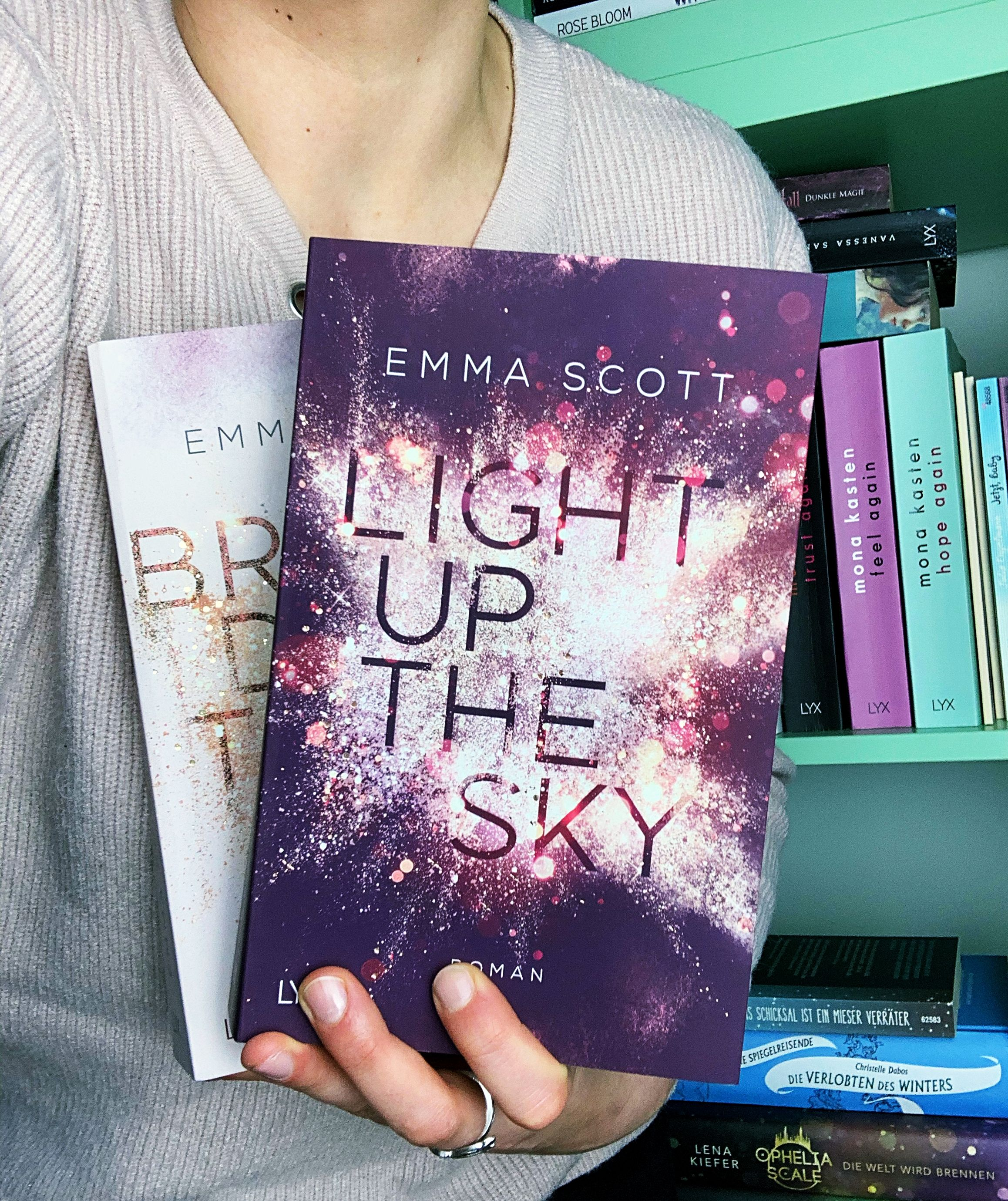 Light Up The Sky; Emma Scott