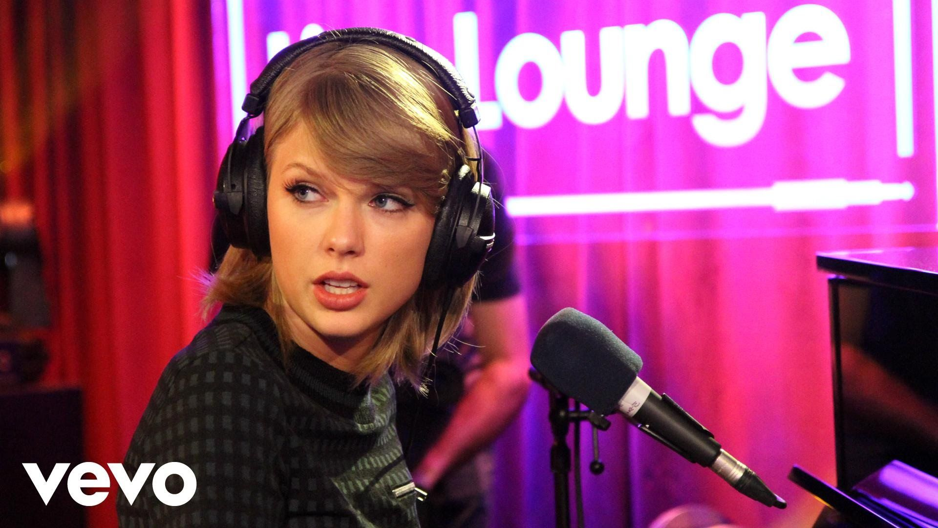 Taylor Swift - Riptide (Vance Joy cover in the Live Lounge