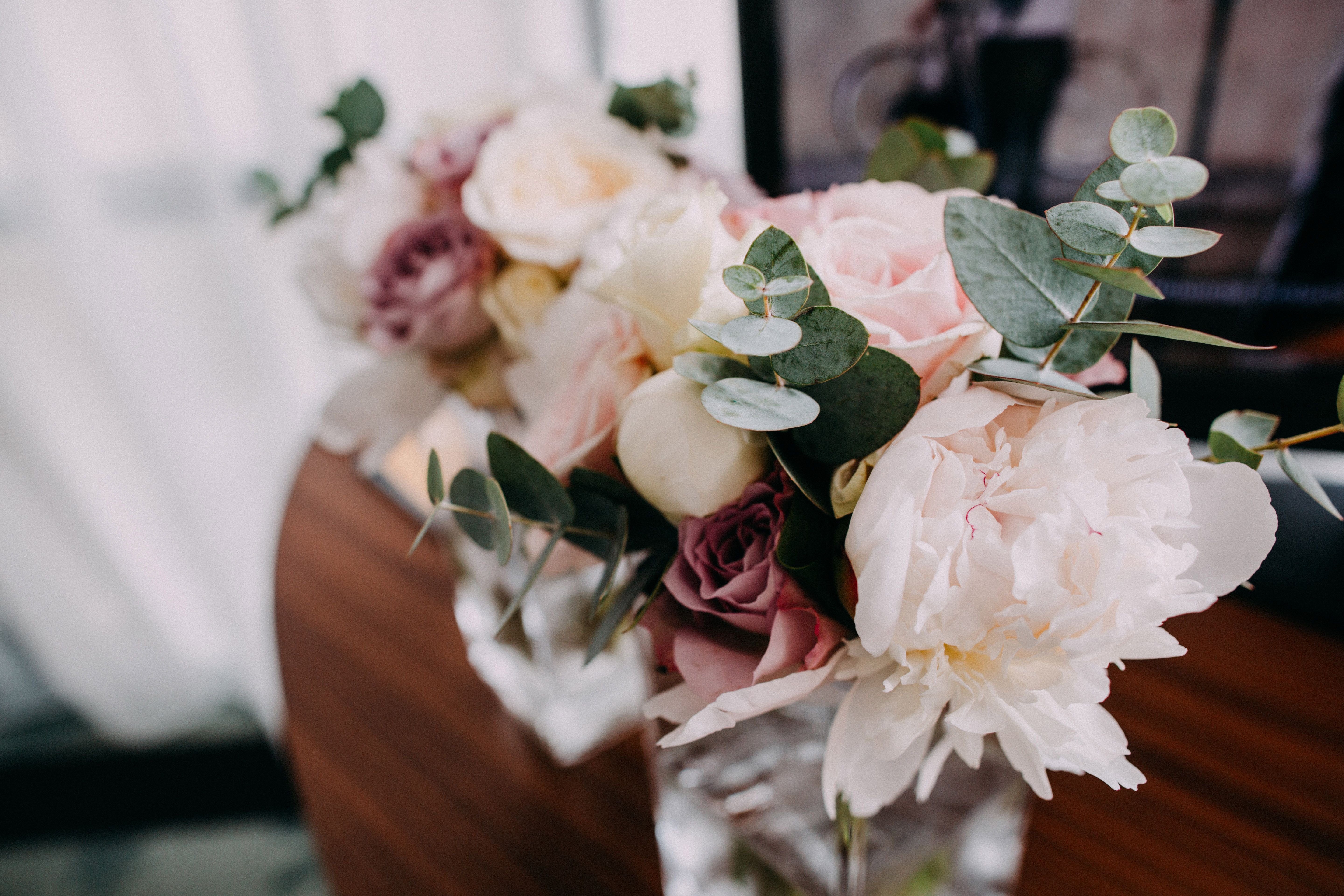 Wedding decorations checklist  Stunning flower compositions make the wedding ceremony even more